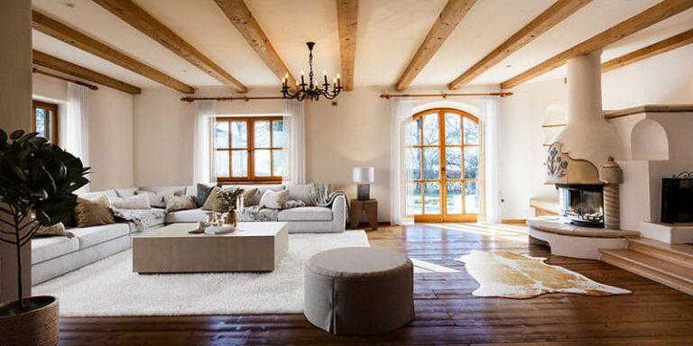 Komplett eingerichtetes Wohnzimmer mit Ofen